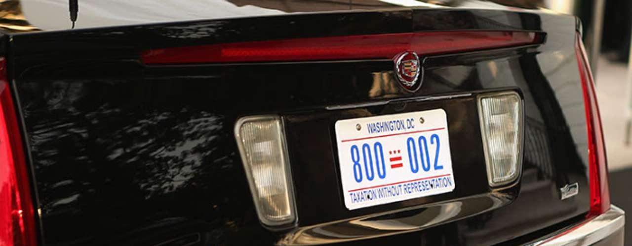 En la cajuela, La Bestia  está provista de tanques de oxígeno para las cabinas de pasajeros y chofer. También contiene paquetes con sangre de Obama, en caso de que requiera una transfusión de emergencia.