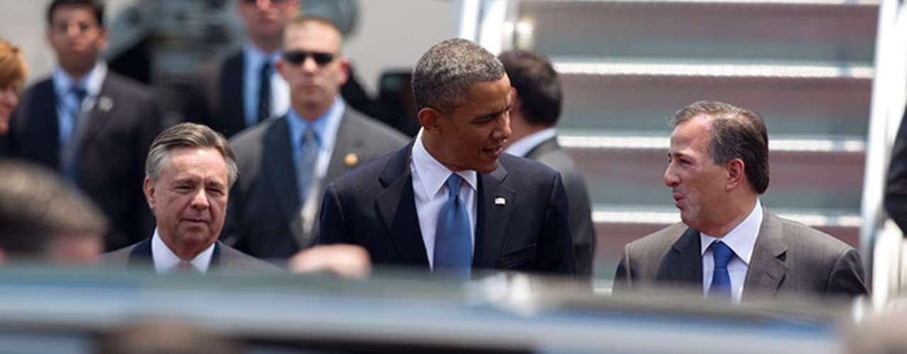 La limusina de Obama cuenta con una cámara de visión nocturna que está instalada entre la parrilla y la defensa. Ésta le permite al chofer maniobrar en condiciones de total oscuridad.