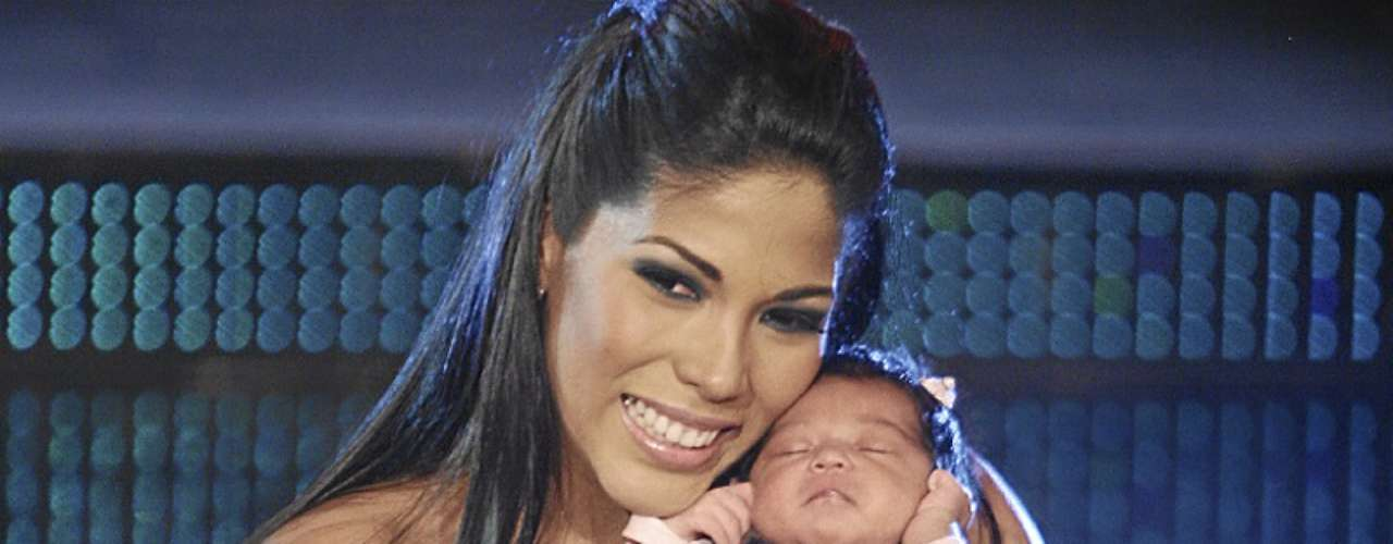 Karen Dejo. La bailarina tuvo una linda pequeña, de nombre Mía, fruto de su relación con su ex pareja Carlos Abanto.