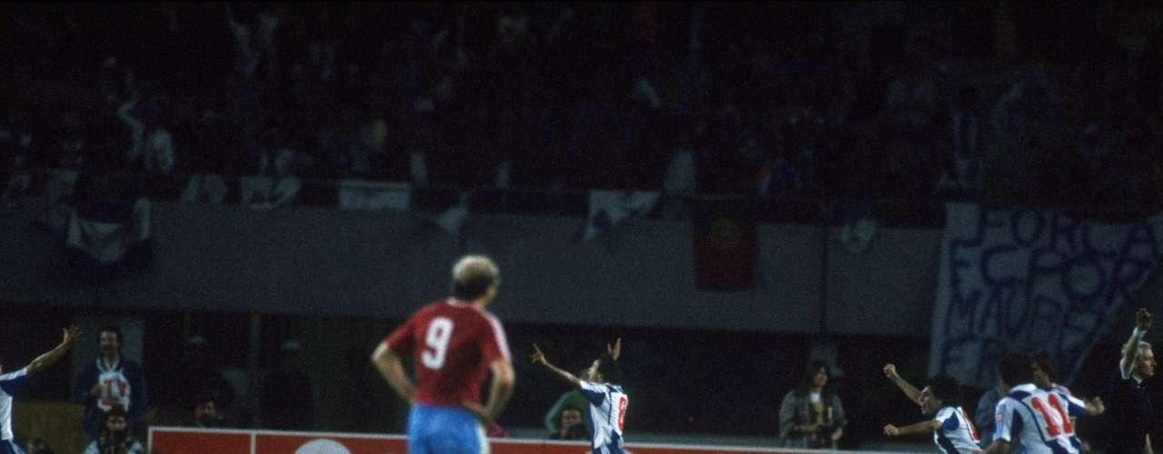 Porto reaccionó y con goles de Madjer y Juarny remontaron el marcador