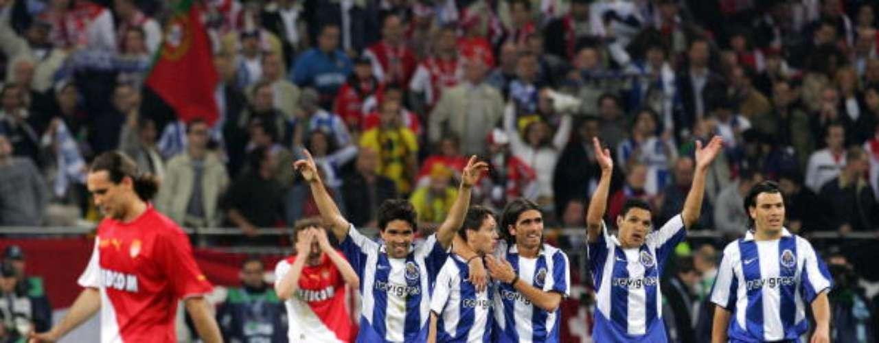 Los lusitanos dominaron el partido y ganaron con un contundente 3-0 con goles de Carlos Albert, Deco y Alenichev