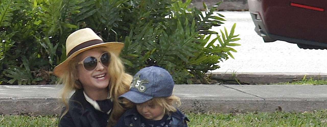 Paulina Rubio aprovecha todo el tiempo libre que tiene en compañía de su hijo Andrea Nicolás. Pau fue al parque con su pequeño en donde se la pasaron de lo más divertidos.