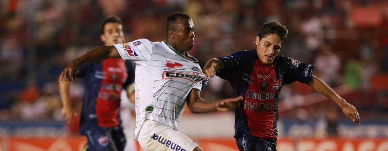 Benítez llegó al balompié nacional en 2007 para jugar con Santos pero tres años después vendía su despegue como goleador; en el Apertura 2010 inició con el pie derecho el torneo, pues marcó dos goles al Atlante en Cancún.