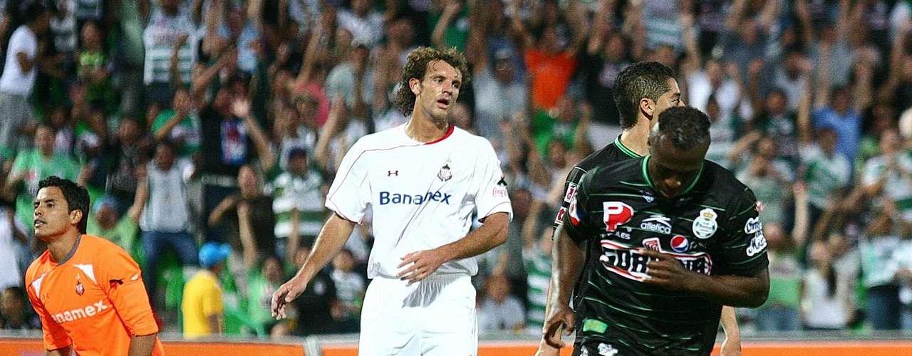En la 10, ligó cinco encuentros consecutivos marcando, luego de hacerle uno al Toluca, al que Santos superó con un 2-0.