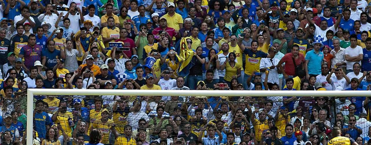 Tuvo el 3-0 en sus botines, pero Corona le detuvo este penalti, el cual significó que compartiera el trono de goleo con el uruguayo Iván Alonso (14 anotaciones), además de que la 'Máquina' terminó empatando el duelo en el estadio Azteca.