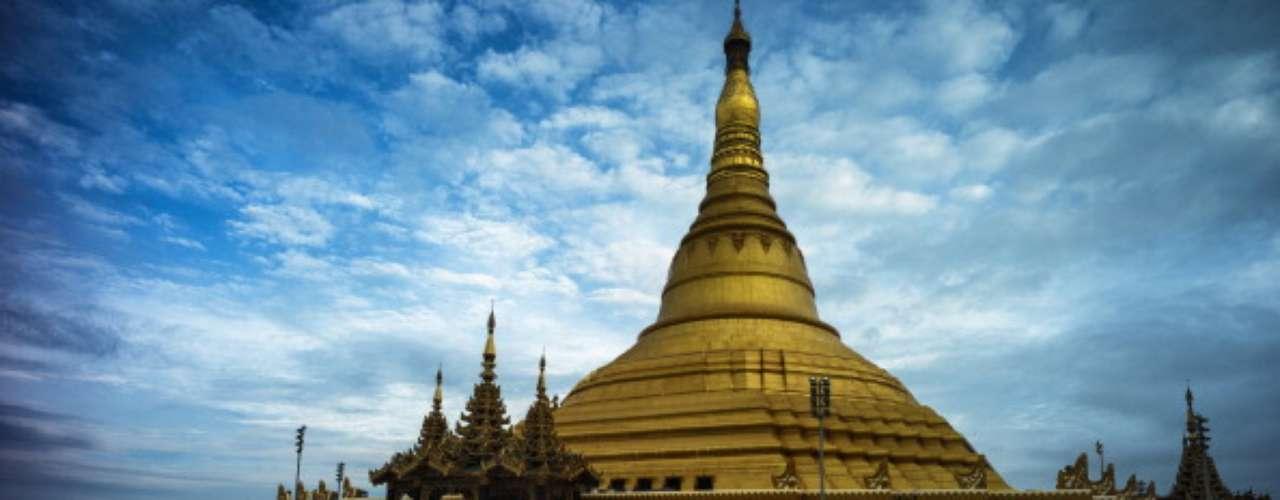 El alojamiento se concentra en los pueblos de los alrededores de New Bagan y Nyaung Oo. Tours disponibles con Intrepid.