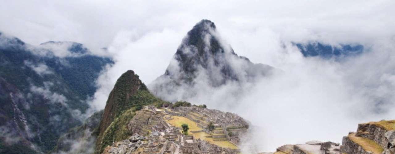 Sólo los primeros 400 visitantes diarios reciben permiso para entrar en Wayna Picchu, un conjunto separado de ruinas con vistas al complejo principal. Tucan Travel ofrece una gran variedad de opciones de viaje.