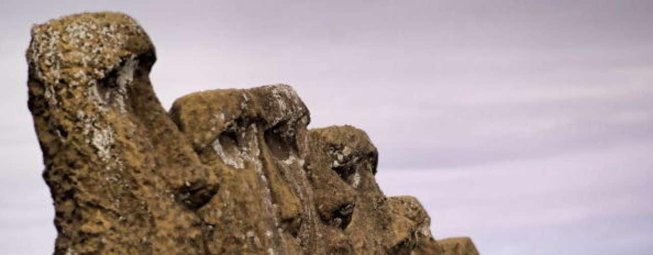 Rapa Nui, Chile Si bien es posible acceder a la isla de Pascua en avión desde Tahití.