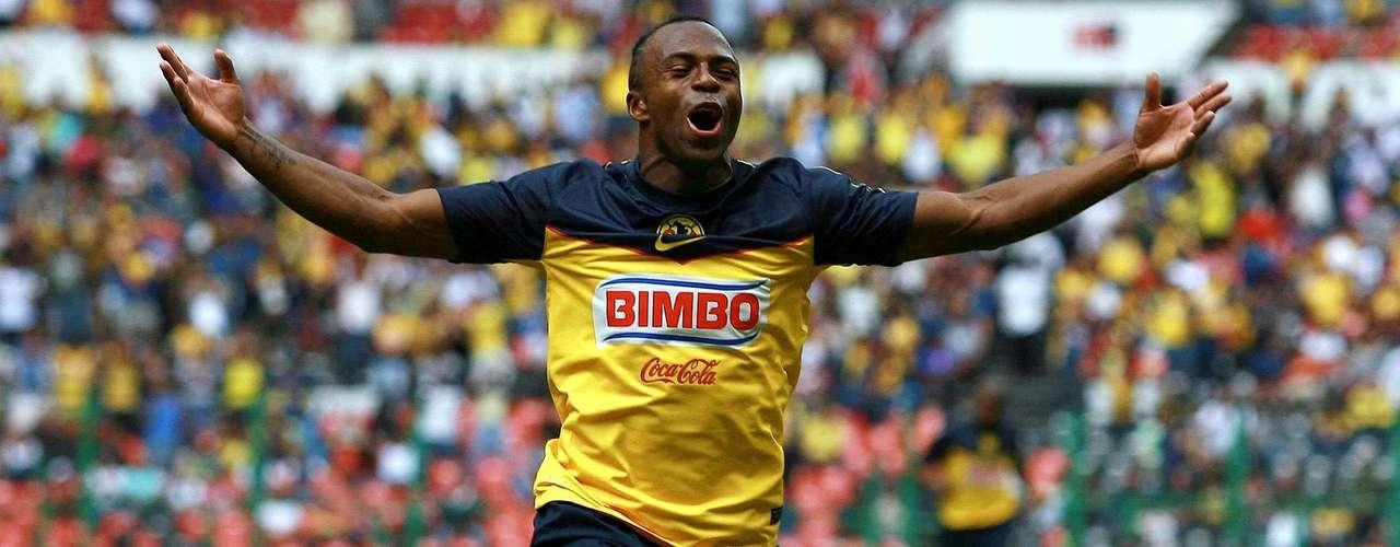 Para el Apertura 2011 fichó con su actual club, las Águilas del América, en su primer torneo marcó ocho goles.