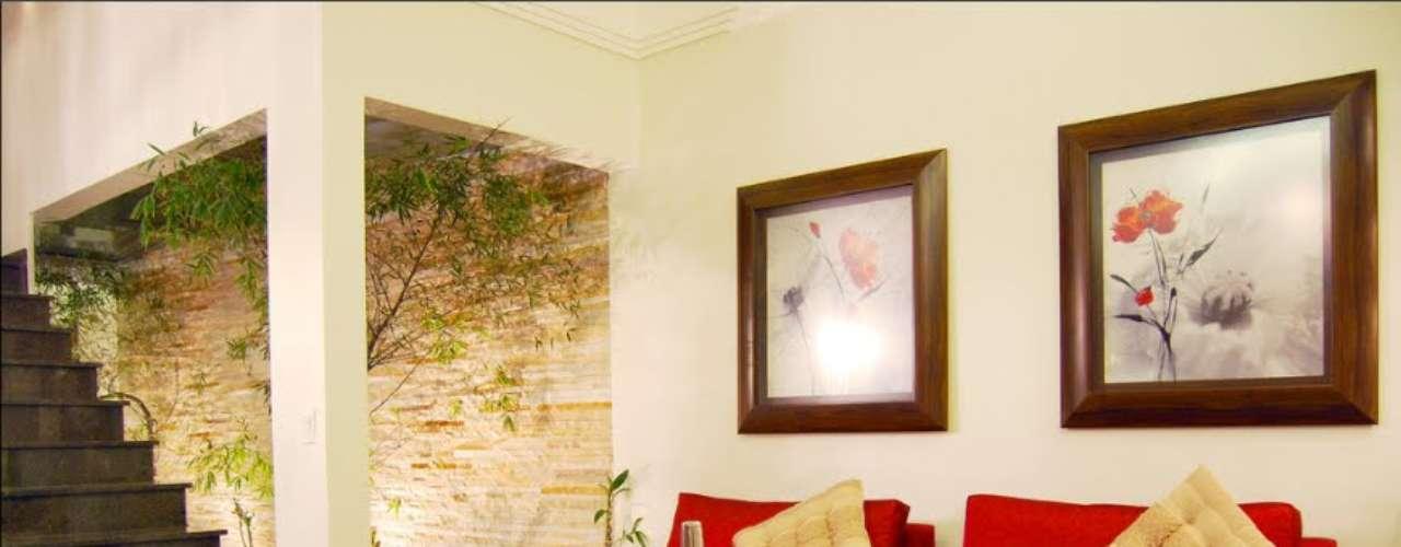 Si no puede desplazarse al campo hará bien en construir en su propio espacio interior el jardín, el camino y hasta la imagen de la textura de la que tanto le gusta rodearse. Nuevos sistemas de acondicionamiento del hogar le permitirán sentir que se encuentra al aire libre entre las cuatro paredes de su vivienda.