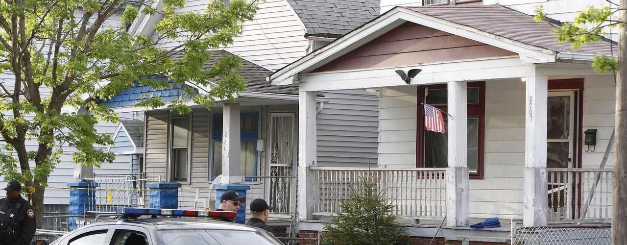 Las desapariciones de Amanda Berry y Gina DeJesus eran bien conocidas por los vecinos de Cleveland por la gran campaña mediática que habían organizado sus familias para pedir información sobre ellas.
