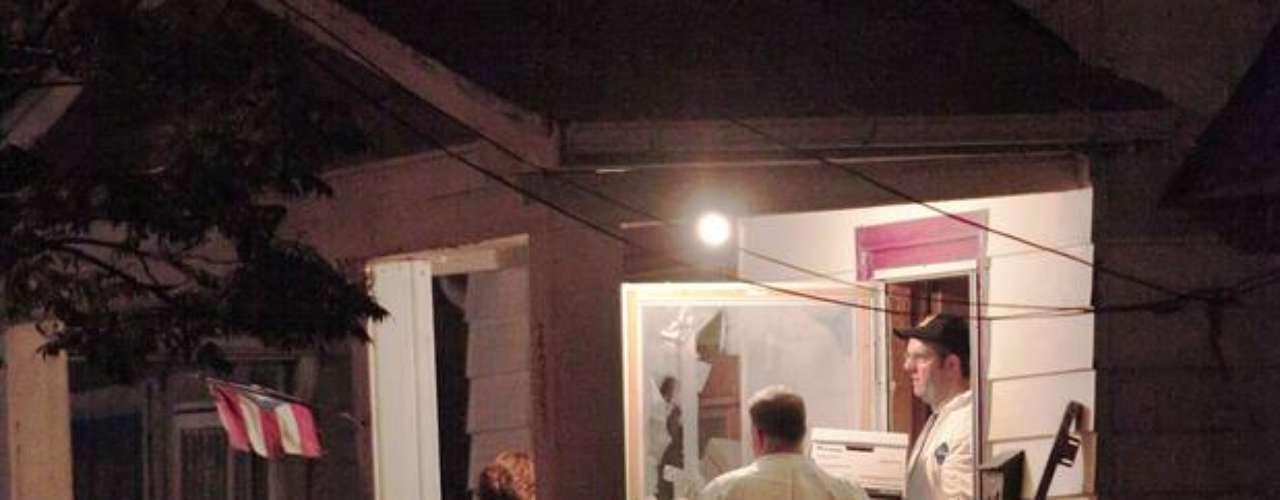 Encadenadas al suelo de un sótano, permanecían Gina, Amanda y Michelle, explicó la madre de Gina.
