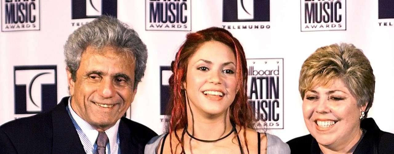 Shakira Isabel Mebarak Ripoll nació el 2 de febrero de 1977, en la ciudad colombiana de Barranquilla. Es hija única de William Mebarak Chadid (izq.), un estadounidense de origen libanés, y su esposa, Nidia del Carmen Ripoll Torrado, una colombiana de ascendencia española e italiana.