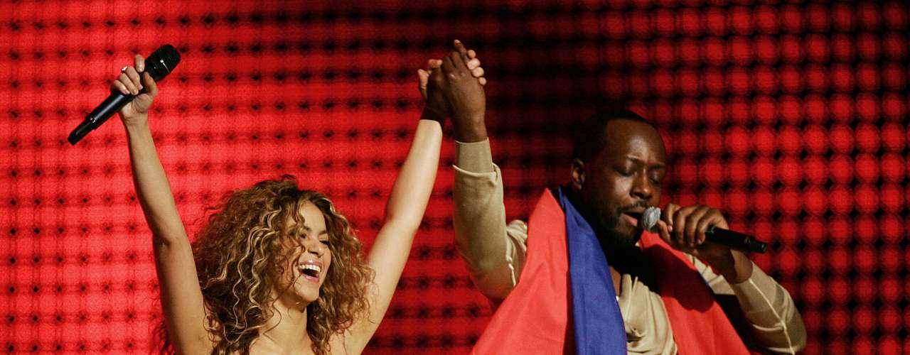 Uno de los sencillos más destacados de 'Oral Fixation Vol. 2', 'Hips Don'tLie', llegó a ser número uno en 55 países. La canción, una mezcla de cumbia, pop latino, reggaeton, salsa y hip hop, fue escrita originalmente por el rapero y productor haitiano Wyclef Jean.