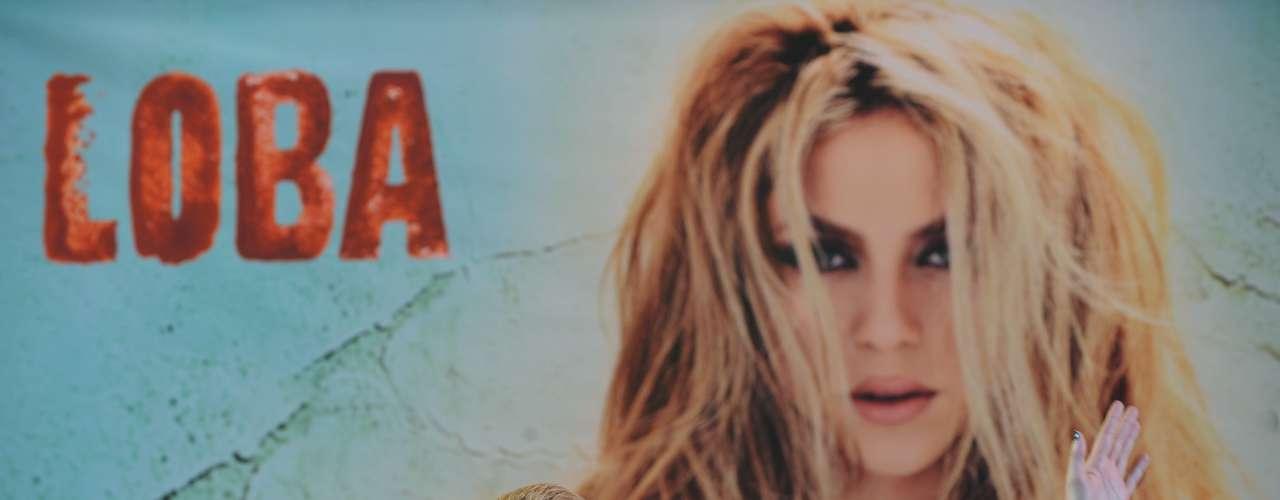El sexto disco de Shakira llegó en 2009. El bailable 'Loba'('She Wolf', en inglés) reveló una faceta más sensual y madura de la cantante.