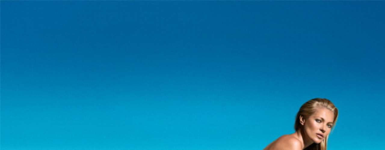 Kate Moss sigue asombrándonos con su porte y su belleza. La súper modelo se desnudó para la nueva campaña de belleza deSt. Tropez