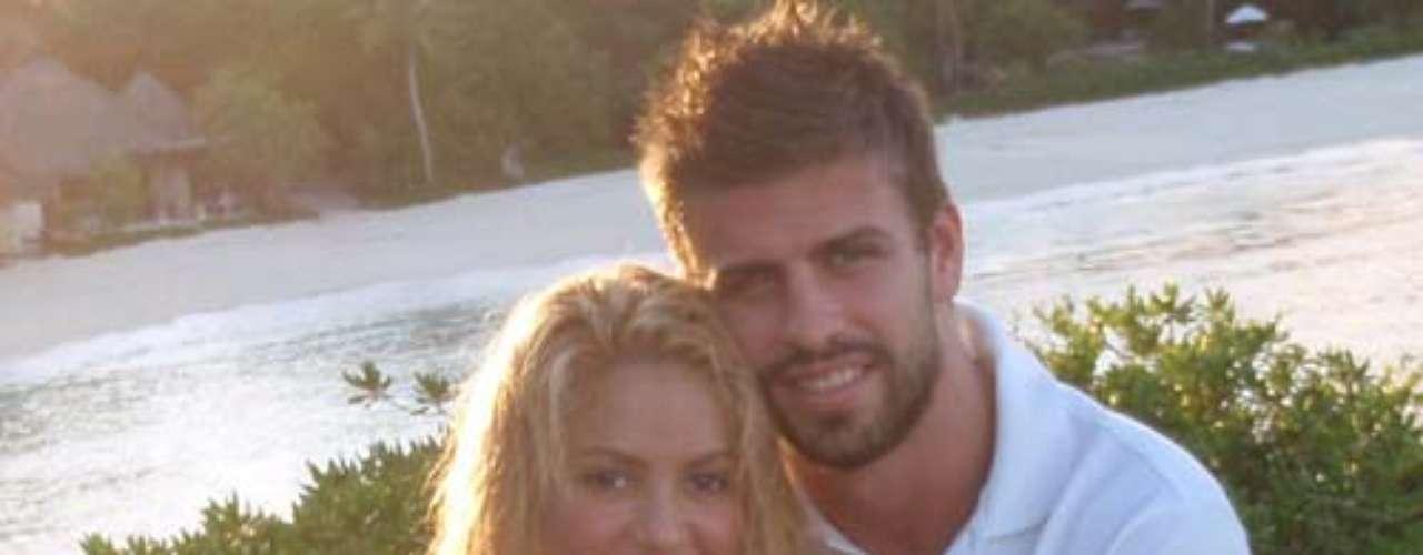 Las especulaciones sobre el romance entre Gerard Piqué y Shakira terminaron en marzo de 2011, cuando Shakira publicó una foto de los dos en su cuenta en Twitter: \