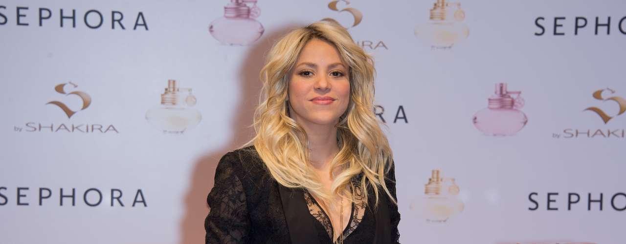 En total, Shakira ha sido ganadora de dos premios Grammy, ocho premios Latin Grammy Latino y cinco MTV Video Music Awards. También mantiene una línea de perfumes con su nombre.