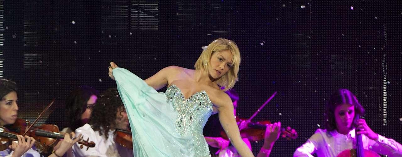 Shakira es la cantante colombiana que más ha vendido discos en la historia de su país, con más de 70 millones de copias, y una de las que más dinero gana.