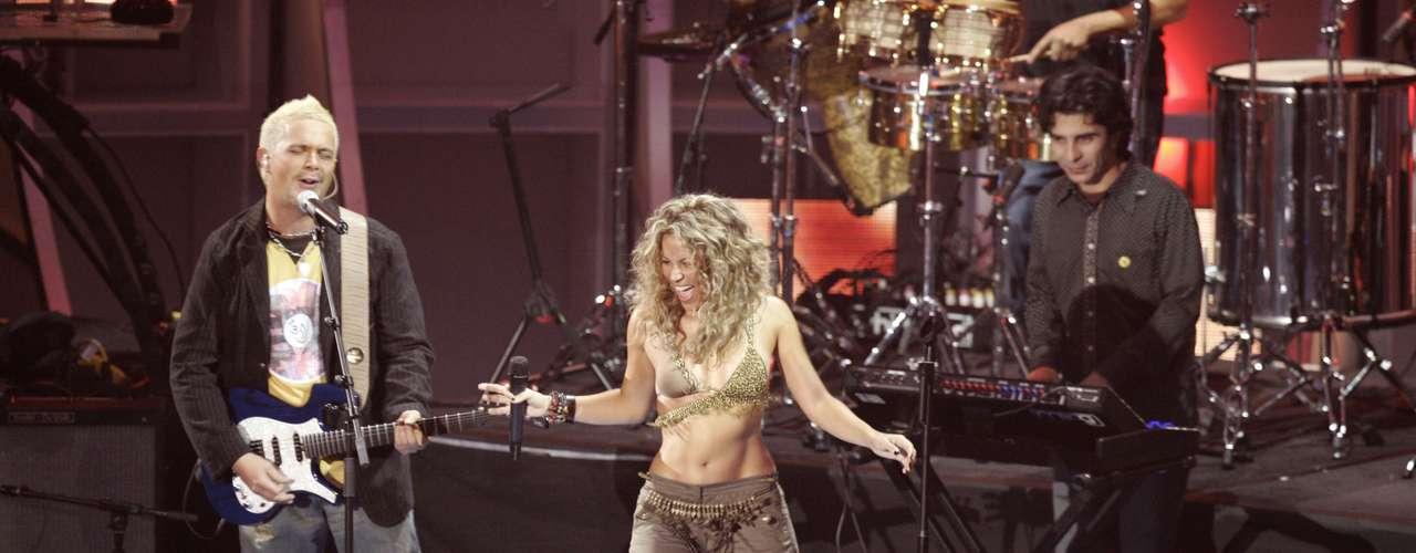El 28 de noviembre de 2005, la cantante lanzó la continuación de ese disco, 'Oral Fixation Vol. 2', su quinto álbum de estudio y el primero completamente en inglés.
