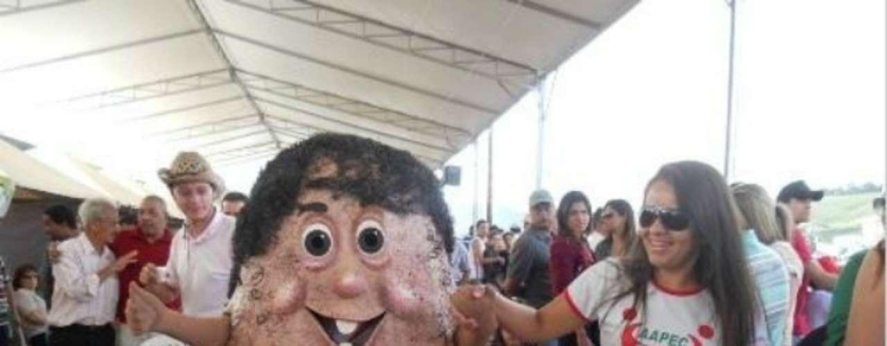 El 'Señor Testículo' es la máscota de la Asociación de Asistencia para Personas con Cáncer. La ONG brasileña creó este peculiar personaje para promover la importancia de los estudios que pueden prevenir y detectar el cáncer de próstata.