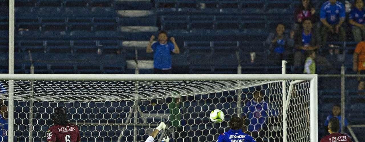 Con la reanudación Mariano Pavone puso el 4-1 en el marcador