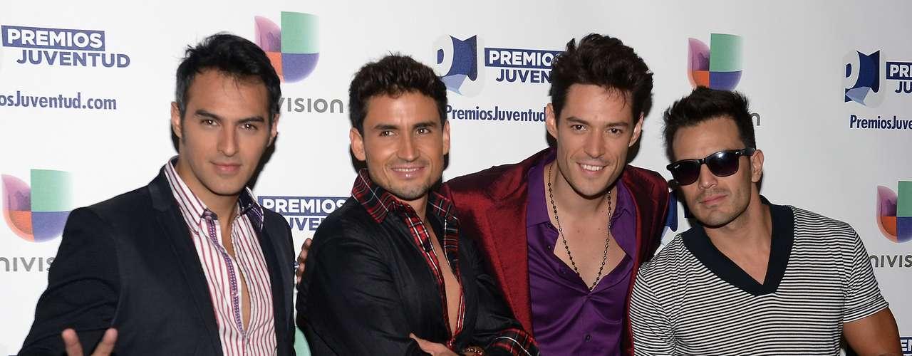 El grupo Marconi derrocharon sensualidad y rompieron uno que otro corazón entre las chicas que suspiraron por ellos al verlos en las nominaciones de los Premios Juventud 2013