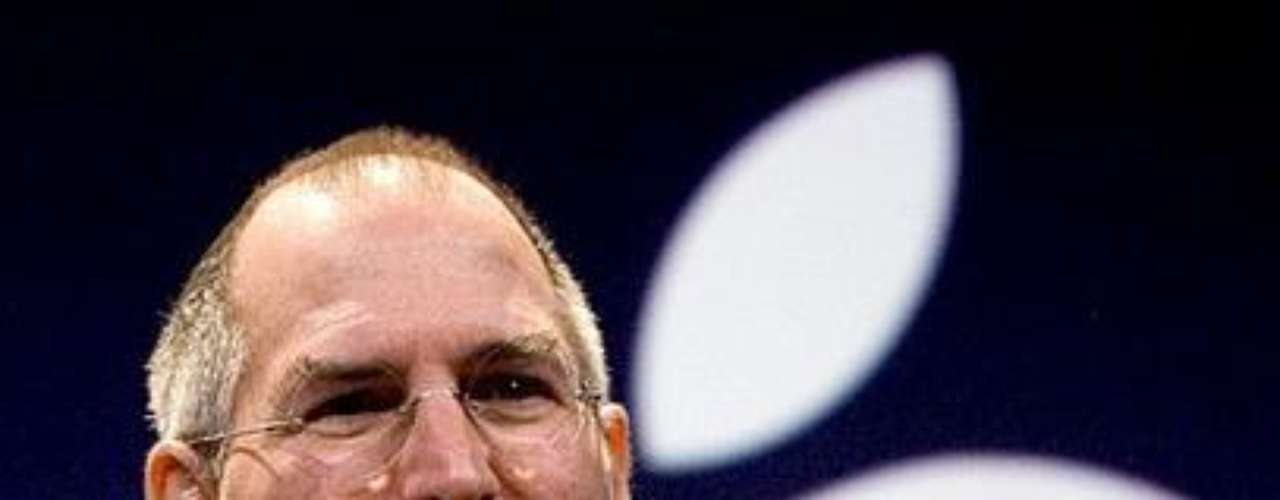 2007. Steve Jobs presenta el primer modelo de iPhone. El primer iPhone contaba con una pantalla de 3.5 pulgadas, un procesador de 620 MHz con 128 MB de memoria interna, cámara de 2 MP y se comercializó en dos versiones: 4 y 8 GB. Después aparecieron otros sistemas operativos para dispositivos móviles, como por ejemplo Android. Otros lanzamientos del año: Tumblr.