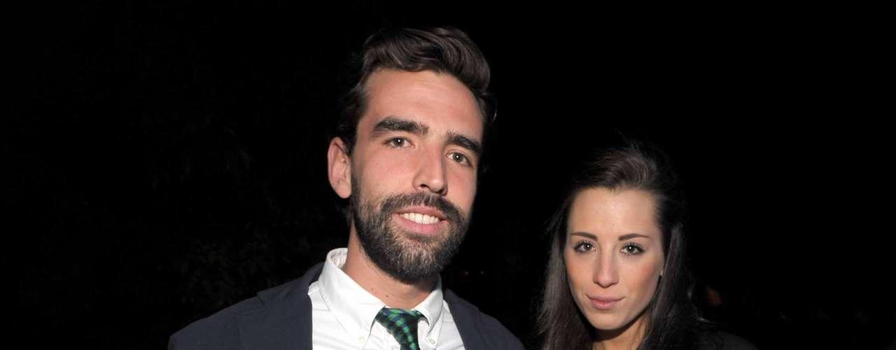 La noche fue joven y se dejó ver por todas partes, incluyendo los outfits. Así lo demostraron Alejandro López y Ana Elena.