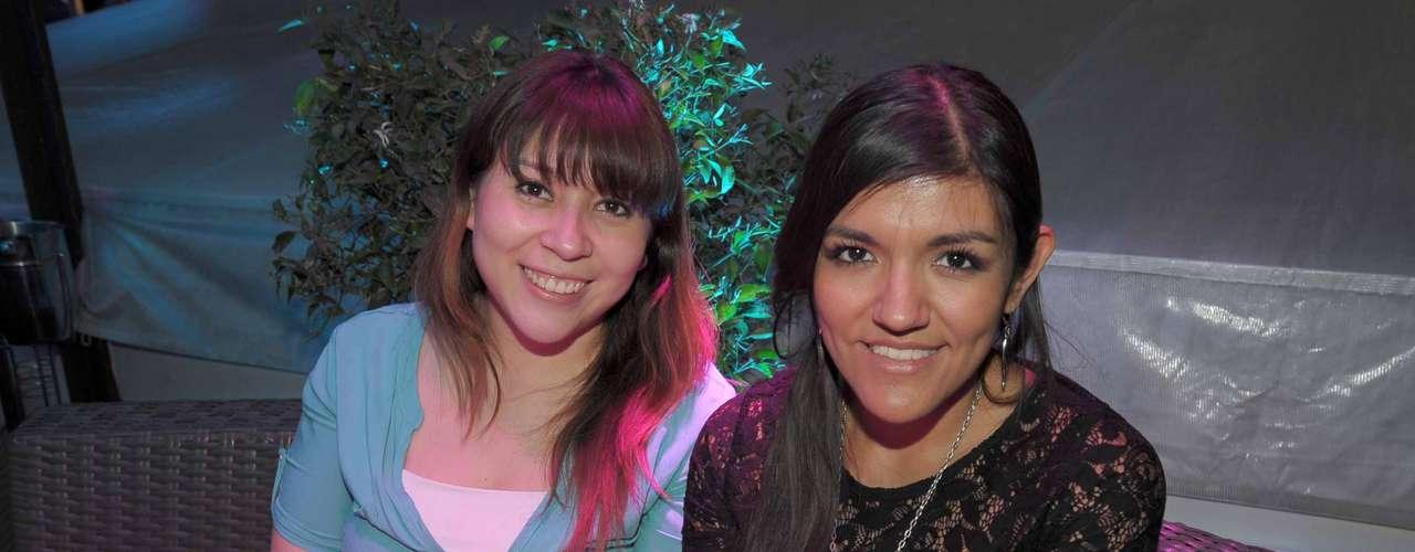 Al igual que todos los invitados, Coral Soto y Jessica Fernández probaron la gran variedad de cocteles hechos con whisky.