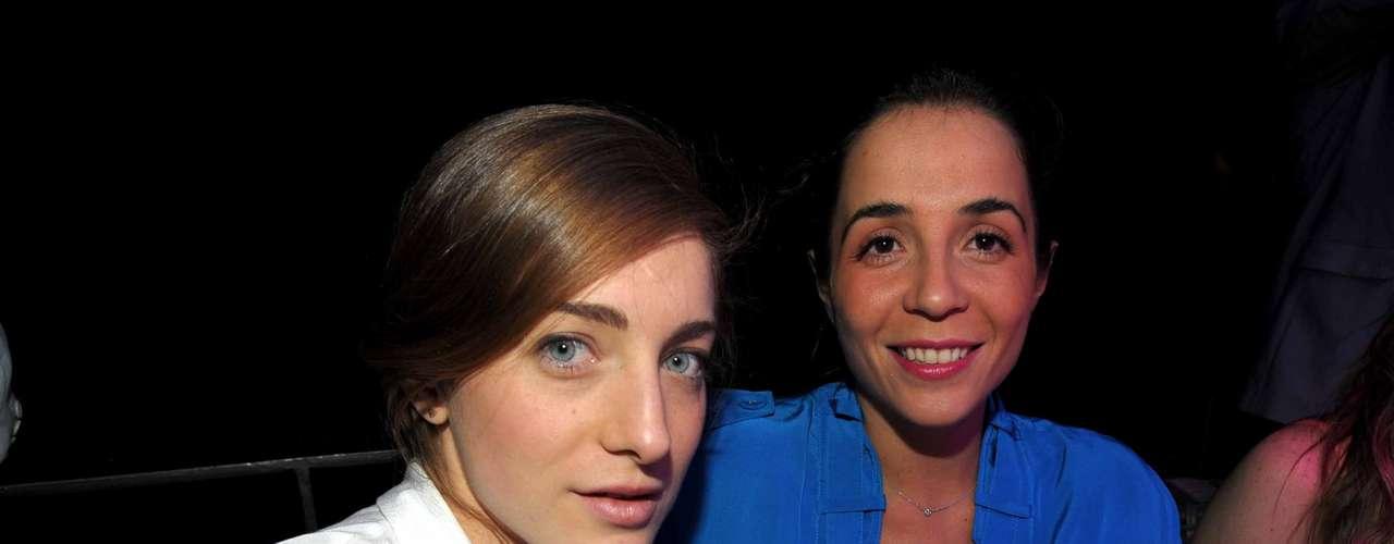 ¿Qué te parecen los looks de Isabel Barrera y Bertha Pérez? Sin duda, dos de las mejor vestidas de la noche.