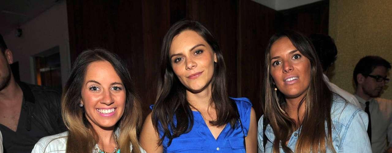 La fiesta siguió y siguió, pero Renata Otto, Johanna Gersch y Estefanía Estrada.