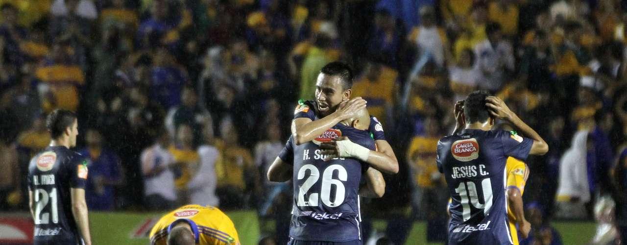 En el Universitario el líder Tigres fue eliminado por Rayados tras empatar a un gol en el duelo de vuelta. Monterrey avanzó con global 2-1
