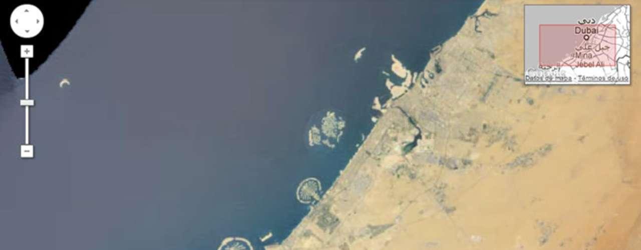 El ingenio humano ha creado dos palmeras y un mapa del mundo a manera de islas artificiales en la costa de Dubai.