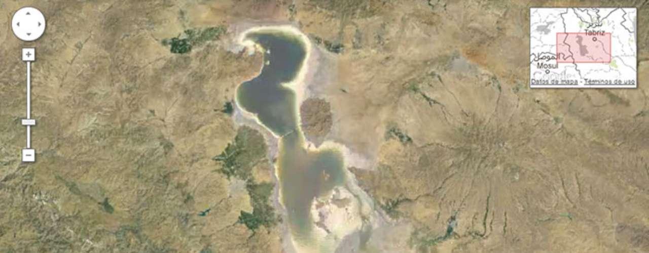 La constante explotación humanade este lago iraní, sumado a los temperaturas extremas de la región, lohan hecho desaparecer casi en su totalidad.