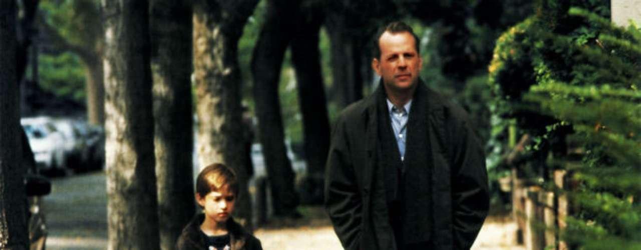 Bruce Willis.  Aunque ya era un consagrado actor de cintas de acción, Willis protagonizó este escalofriante thiller terrorífico junto a Haley Joel Osment en 1999. Su salario fue de 14 millones de dólares pero, al igual que Reeves, las regalías elevaron sus ingresos hasta casi los 100 millones.