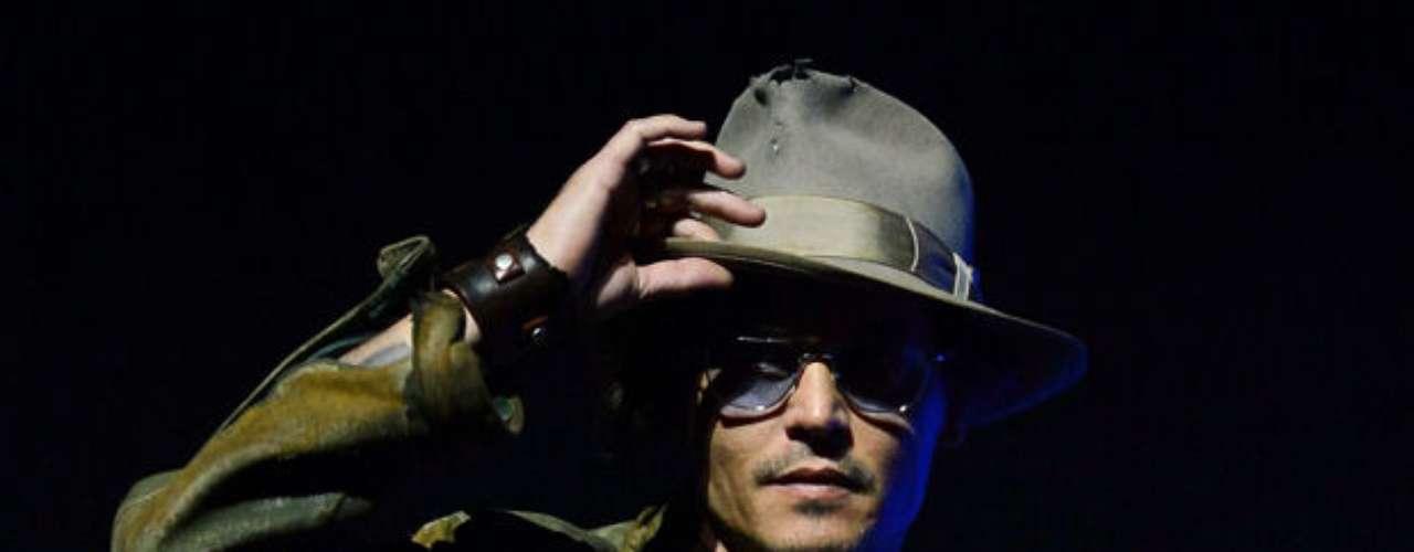 Johnny Depp. Protagonista de una de las sagas de aventura más solicitadas en los últimos años, Depp se hizo con un salario de 35 millones de dólares solo por Piratas del Caribe: en mareas misteriosas.