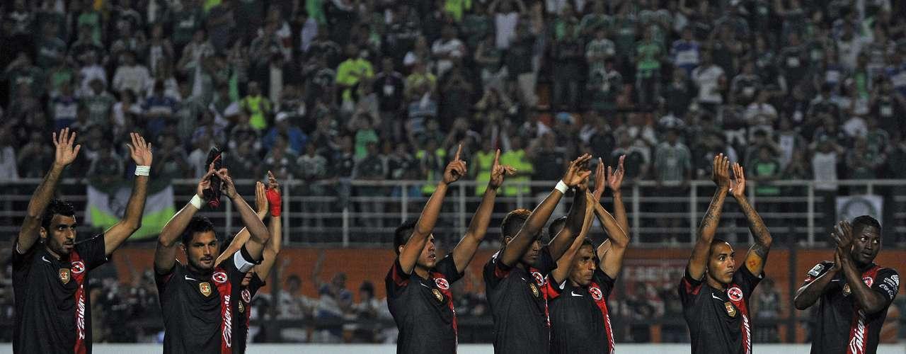 Los Xolos agradecen el apoyo de los pocos mexicanos que asistieron para alentar al conjunto mexicano.