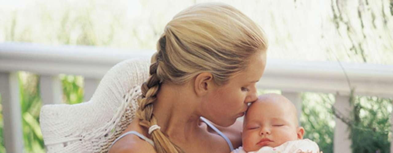 Según un artículo publicado en marzo de 2012 por la revista de la Asociación Española de Pediatría de Atención Primaria (AEPAP), en el que intervinieron varios especialisas, dormir con los padres puede ser beneficioso para la lactancia. En él también se afirma que el \