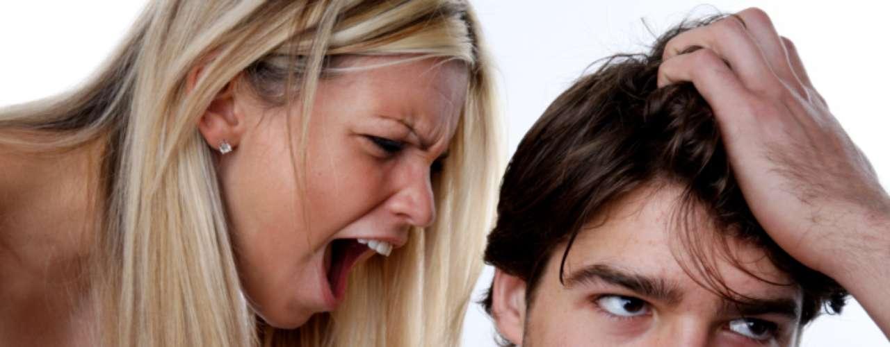 4. No lo escuchas. La comunicación es la base de toda relación (no solamente amorosa). Si no eres capaz de negociar y ceder de vez en cuando, y armas un escándalo por cualquier cosa, estás en un problema.