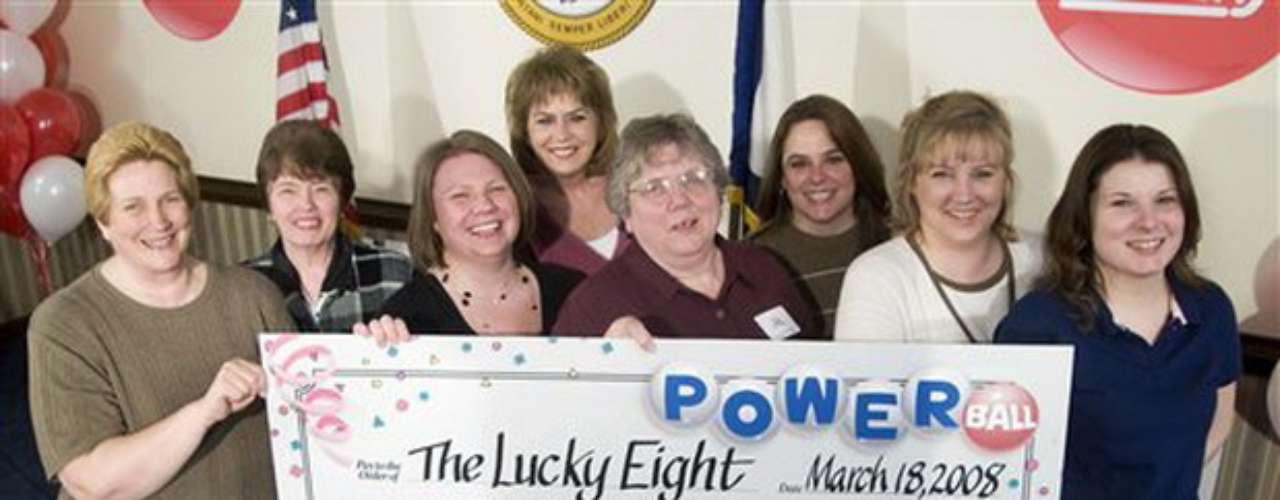El furor por la compra de billetes también se atribuye al hecho de que desde el 7 de abril los californianos pueden apostar en la lotería Powerball.