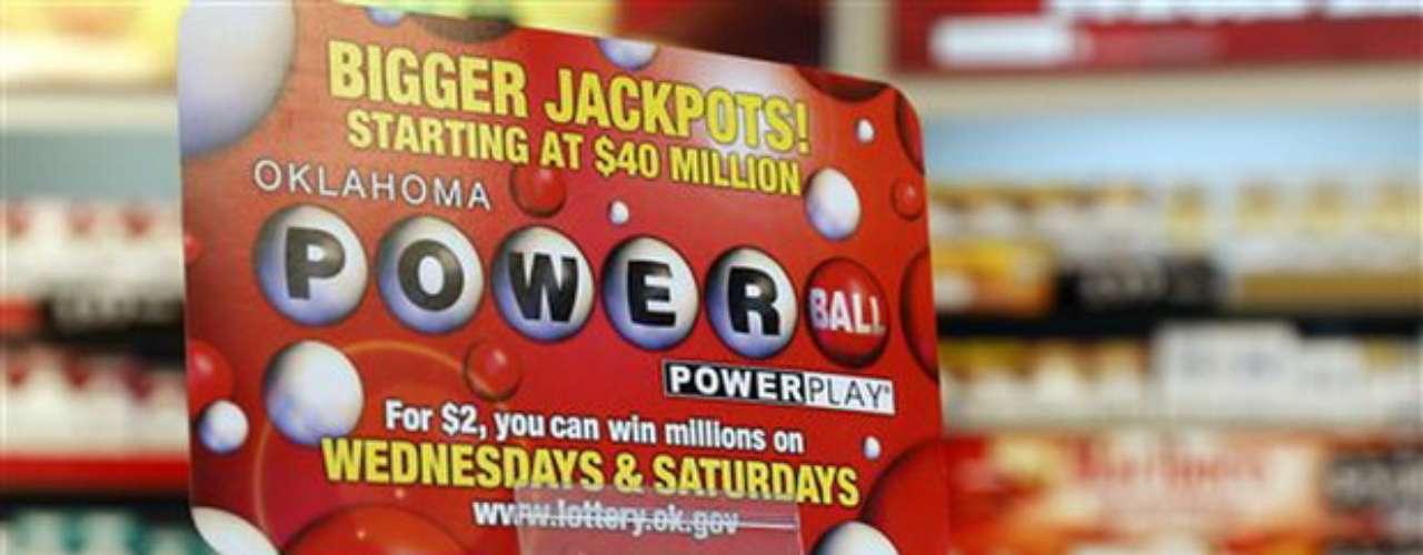 El premio acumuladohasta la noche del pasado jueves era de más de 550 millones de dólares, sin embargo funcionarios de la lotería recordaron que en los días previos al pasado sorteo con premio récord, las ventas se incrementaron en más de 260 millones de dólares, por lo que el monto a pagar llegó a 590 millones.