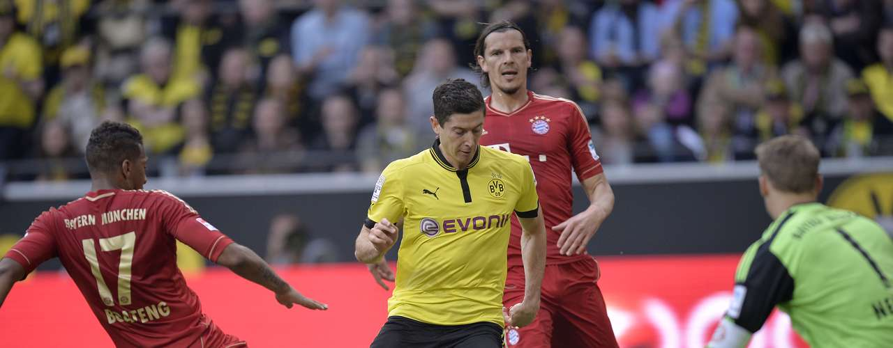 Borussia Dortmund and Bayern met in the quarterfinals of the 97-98 Champions League; Dortmund won 1-0 in the aggregate score and advanced.