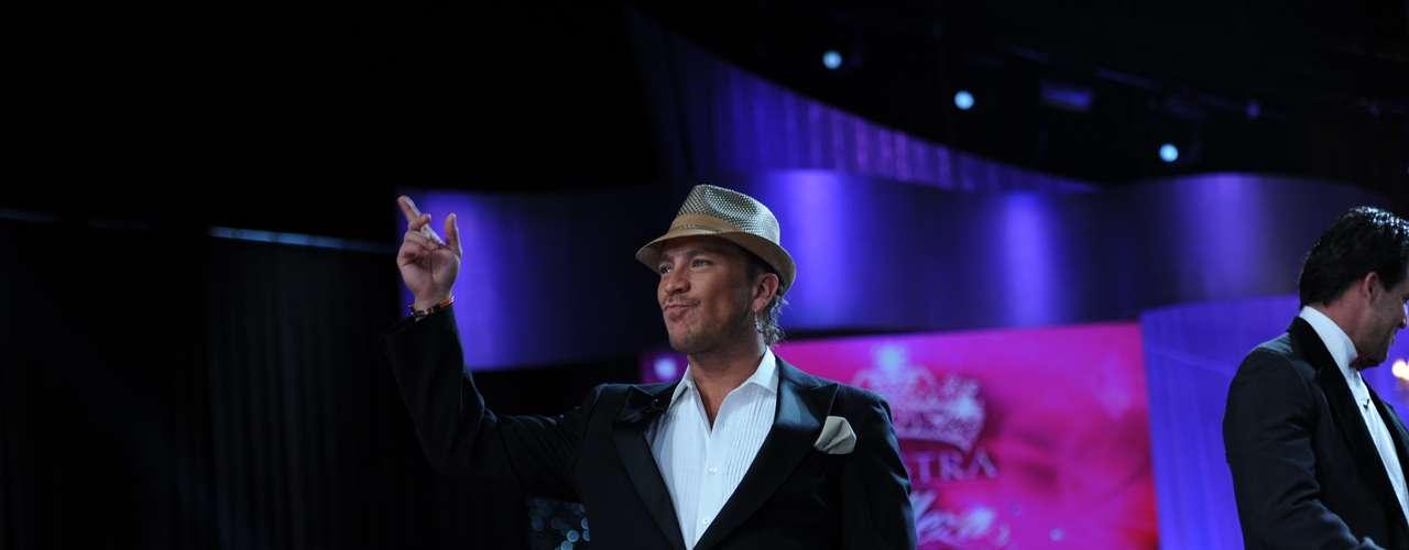 Salvador Zerboni fue otra de las estrellas que acompañó el show desde la tarima, así saludó al público presente.