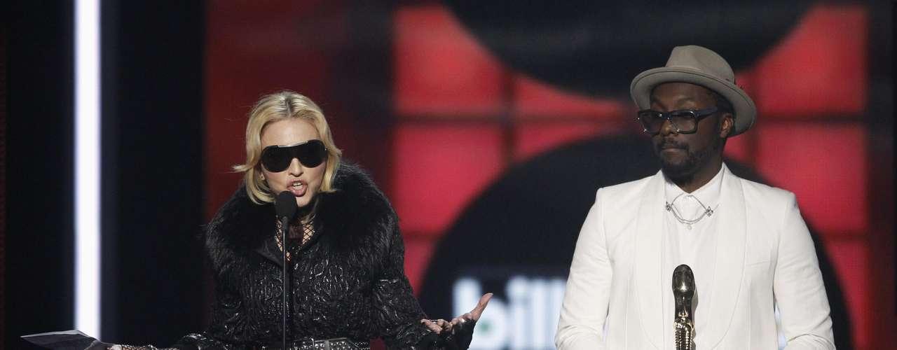 La ganadora de dicho trofeo fue Madonna, quién sorprendió a todos los asistentes con tan sólo su presencia.
