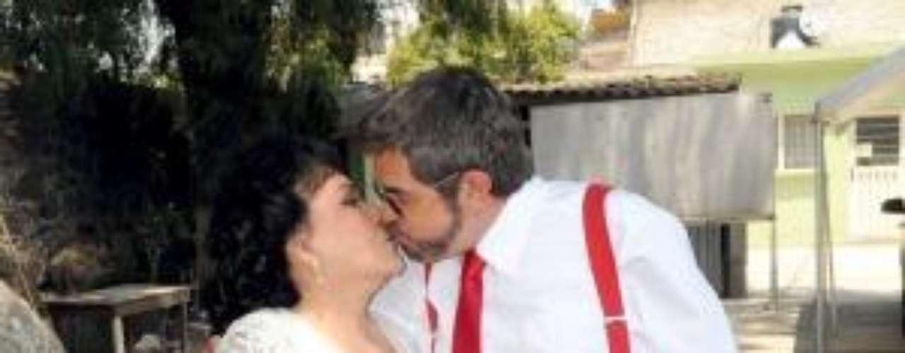 Milagros y Napoleón sellaron su amor en este tierno beso del final de 'Triunfo Del Amor'.Síguenos en Facebook - Twitter