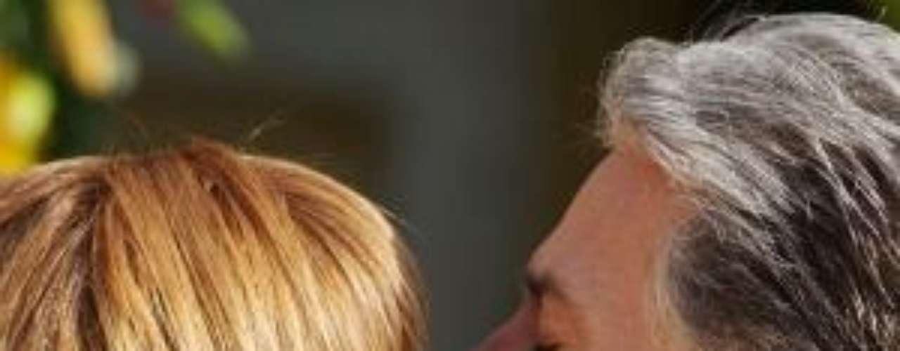 Lucrecia y Orlando sellaron su amor luego de tantas adversidades, en una emotiva bodaen el final de 'Esperanza del Corazón'. Este fue uno de los finales alternativos de la novela que terminó en México en febrero de 2012.Síguenos en Facebook - Twitter