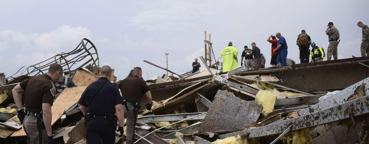 Precisó que nueve de los muertos son niños, y que siete de ellos fueron hallados en una de las escuelas devastadas.