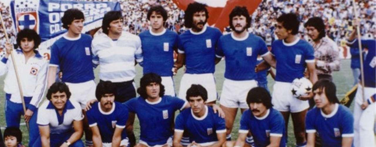 En la temporada 1978-1979, América y Cruz Azul compartieron grupo en la ronda de Round Robin, en el primer duelo América ganó 1-0 con gol de Oswaldo Faria, en el segundo choque, La Máquina se impuso 2-1 con anotaciones de Rodolfo Montoya y Adrián Camacho. Los cementeros terminaron líderes y avanzaron a la Final, donde se coronaron ante Pumas.