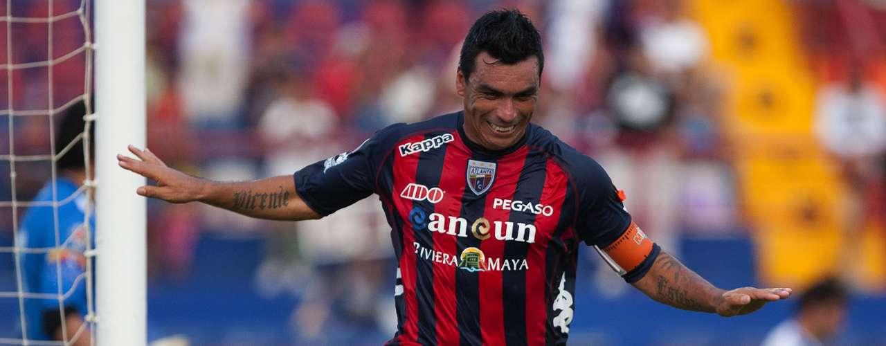 Esteban Paredes es el nuevo delantero deQuerétaro